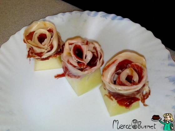 Rosas de melón con jamón ibérico